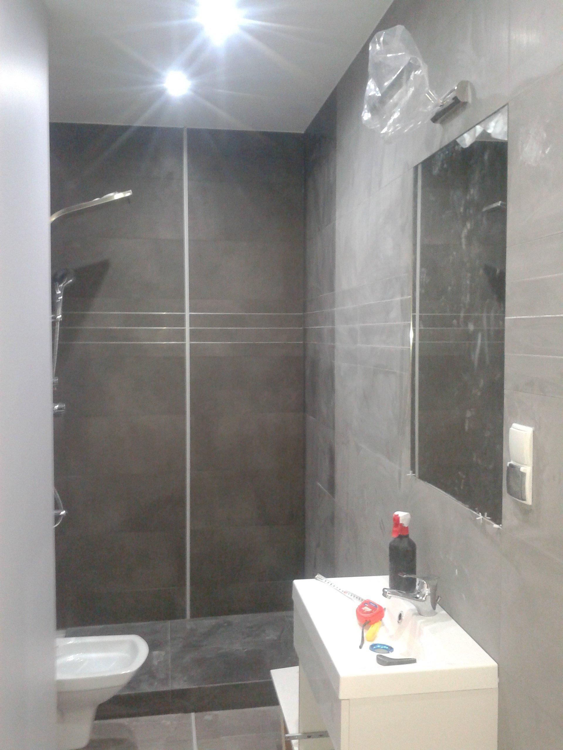 Łazienka z oswielteniem led - wykończenie łazinki